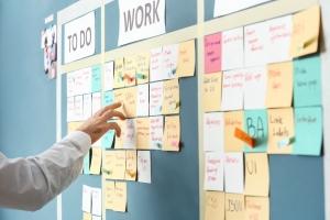 Zeitarbeit kann Unternehmen meist unmittelbar helfen, kurzfristig zusätzliches Personal anbieten.