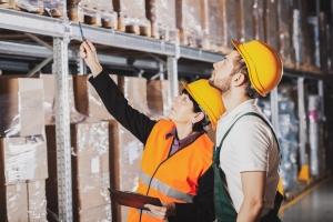 Lagerarbeiter ist eine vielfältige und abwechslungsreiche Tätigkeit bei der Logistik.