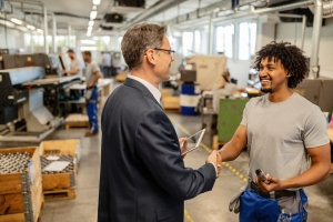 Arbeitnehmer werden in mehreren Firmen eingesetzt werden, erhalten sie auch Einblicke in die verschiedensten Abläufe. Und gar nicht so selten werden Leute von den Unternehmen in eine Festanstellung übernommen.