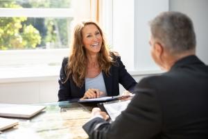 Ein Zeitarbeits-Unternehmen sollte beim Vorstellungsgespräch vom Bewerber genauso ernst genommen werden wie jede andere Firma auch.